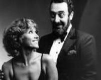 Miele com a bailarina inglesa Bernadette Hill em 30/8/1980. Parceiros desde 1976, quando estrearam na boate Sucata do Rio, eles voltaram a dividir o palco emespetáculo humorístico de1980