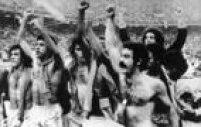Os jogadores da Seleção Brasileira, Batista, Cerezo, Nelhinho, Amaral, Rivelino, Reinaldo, Abel e Sergio, comemoramvitória sobre a Itália na disputa pelo terceiro lugar na<a href='http://https://fotos.estadao.com.br/galerias/acervo,copa-do-mundo-de-1978,37297' target='_blank'>Copa do Mundo de Futebol na Argentina</a>, 24/6/1978. O Brasil venceu por 2 a 1 a partida e ficouem 3º lugar na competição. Mesmo sem ter perdido nenhuma partida na primeira fase, o Brasil perdeuno saldo de gols e não se classificou para disputar a final.