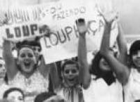 Fãs da banda Loupha assistem ao show do grupo no 1º<a href='http://acervo.estadao.com.br/pagina/#!/19661007-28060-nac-0010-999-10-not/busca/Jovem+Guarda+Encontro' target='_blank'>Encontro Nacional da Jovem Guarda</a>, em 1966