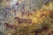 Patrimônio Misto.Localizado no nordeste do país africano, no meio do deserto do Saara, o planalto de Ennedi é formado por cânions e vales profundos, repletos de torres, pilares, pontes e arcos naturais esculpidos pela erosões eólica e hídrica. Destaque para sua fauna, onde circulam os crocodilos do deserto, e para a arte rupestre