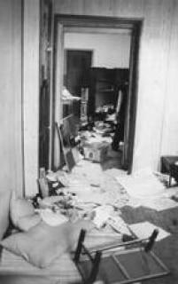 Diretório Acadêmico da PontifÍcia Universidade Católica de São Paulo após invasão policial ocorrida no encontro de estudantes,23/09/1977.