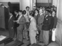 Eleitores aguardam para votar, São Paulo, SP. 03/12/1945.