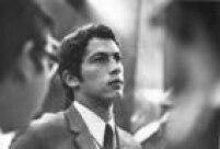 Retrato do goleiro Emerson Leão em<a href='http://acervo.estadao.com.br/noticias/acervo,copa-do-mundo-1970-dispensa-de-leao,13217,0.htm' target='_blank'>19 março de 1970</a>no Aeroporto de Congonhas em São Paulo.