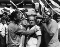 Em cena de<a href='http://acervo.estadao.com.br/pagina/#!/19860705-34155-nac-0063-cd2-4-not/busca/Trapalh%C3%B5es+Rei+Futebol' target='_blank'>Os Trapalhões e o Rei do Futebol</a>de 1986.