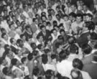 Jânio Quadros (PTN) discursa para multidão durante comício em Nova Friburgo (RJ) durante campanha de sua candidatura à Presidência de República em 21/03/1960.
