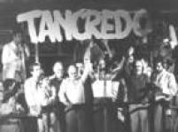 <a href='http://https://acervo.estadao.com.br/noticias/personalidades,tancredo-neves,538,0.htm' target='_blank'>Tancredo Neves,</a>candidato da Aliança Democrática ao Planalto, no palanque com<a href='http://https://acervo.estadao.com.br/noticias/personalidades,ulysses-guimaraes,1073,0.htm' target='_blank'>Ulysses Guimarães</a>e<a href='http://https://acervo.estadao.com.br/noticias/personalidades,jose-sarney,537,0.htm' target='_blank'>José Sarney</a>, durante campanha pela Presidência da República do Brasil.São Paulo, SP.02/01/1985. A<a href='http://https://acervo.estadao.com.br/noticias/topicos,diretas-ja,874,0.htm' target='_blank'>eleição indireta</a>de Tancredo no Colégio Eleitoralmarcou o retornodo poder civil no País, após21anos de<a href='http://https://acervo.estadao.com.br/noticias/topicos,ditadura-militar,875,0.htm' target='_blank'>ditadura militar</a>.