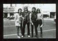 Em 1989, o Motorheadveio ao Brasil pela<a href='http://acervo.estadao.com.br/pagina/#!/19890309-34984-nac-0084-cd2-12-not/busca/Motorhead' target='_blank'>primeira vez</a>para se apresentar no ginásio do Ibirapuera. Na imagem, o grupo de Lemmy posa para o fotógrafo Leonardo Castro no centrão de São Paulo, naregião daAvenida São João.