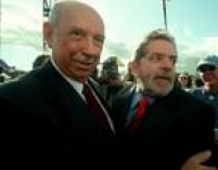 Os candidatos José Alencar (PMDB) e Luiz Inácio Lula da Silva (PT) durante as gravações para a campanha eleitoral da chapa à Presidência e vice,em frente ao Congresso Nacional. Brasília, DF, 24/04/2002.