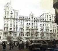 Edifício Santa Helena, em 1954. No topo do prédio ficava uma publicidadeda marca de bebidas Martini