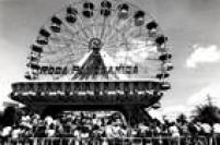 Roda panorâmica, uma das atrações imponentes do parque.