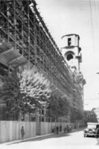 Construção daEstaçãoJúlio Prestes, 1936 .Localizada no antigo saguão da estação de trem Júlio Prestes está a<a href='http://acervo.estadao.com.br/noticias/lugares,sala-sao-paulo,8404,0.htm' target='_blank'>Sala São Paulo</a>, sede da Orquestra Sinfônica do Estado de São Paulo desde 1999.
