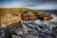 Patrimônio Natural.São 17 quilômetros de falésias costeiras ao longo do sudeste da Ilha de Newfoundland. Formado há aproximadamente 580 milhões de anos, é o mais antigo conjunto fóssil do mundo de que se tem notícia e dizmuito sobre a evolução da vida na Terra