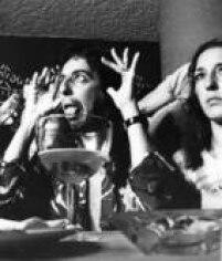 <a href='http://https://brasil.estadao.com.br/blogs/arquivo/alice-cooper-pioneiro-dos-mega-shows-de-rock-no-brasil/' target='_blank'>Alice Cooper</a>concedeentrevista durantesua primeira passagem pelo Brasil, 1974. Sua turnêmarcou o início dos<a href='http://https://brasil.estadao.com.br/blogs/arquivo/alice-cooper-pioneiro-dos-mega-shows-de-rock-no-brasil/' target='_blank'>mega shows de rockno País</a>.