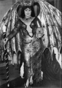 A vedete<a href='http://acervo.estadao.com.br/noticias/acervo,carnaval-em-revista,10758,0.htm' target='_blank'>Wilza Carla</a>no desfile de fantasias do carnaval de São Paulo, 1962