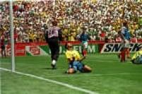 O jogador Bebeto em campo contra a Rússia, na estreia do Brasil na Copa do Mundo nos Estados Unidos,Stanford Stadium, Palo Alto, Califórnia, EUA, 20/6/1994.