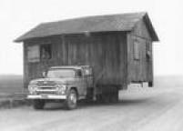 Morador leva a<a href='http://acervo.estadao.com.br/pagina/#!/19820921-32986-nac-0050-999-50-not' target='_blank'>casa em cima de um caminhão</a>para não ser coberta pelas águas