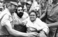 Deputada Luiza<a href='http://acervo.estadao.com.br/pagina/#!/19871002-34539-nac-0032-999-32-not/busca/Jardim%20Aurora' target='_blank'>Erundinacercada e arrastada por policiais</a>militares nareintegração de posse de terreno no Jardim Aurora. Foto:1/10/1987