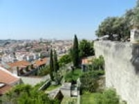 Do alto do<a href='http://castelodesaojorge.pt/pt/' target='_blank'>Castelo de São Jorge</a>- na verdade, uma fortaleza medieval - é possível ver a capital portuguesa de vários ângulos
