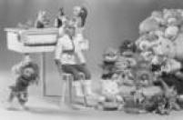 A versão boneca da<a href='http://acervo.estadao.com.br/pagina/#!/19911214-35850-nac-0010-999-10-not/busca/BONECA+XUXA' target='_blank'>apresentadora Xuxa</a>foi um enorme sucesso de vendas. Foto 1987