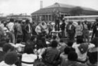 Deputado federal José Genoinodiscursa durante o<a href='http://acervo.estadao.com.br/pagina/#!/19830722-33244-nac-0010-999-8-not/busca/greve' target='_blank'>dia da Greve Nacional</a>em 23/7/1983