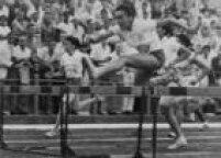 Aatleta brasileira Wanda dos Santos salta, durante prova de atletismo em São Paulo, SP, 02/5/1961.