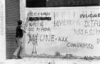 Na famosa Batalha da Maria Antonia em 1968, as<a href='http://acervo.estadao.com.br/noticias/acervo,maria-antonia-duas-historias-no-mesmo-angulo,9305,0.htm' target='_blank'>diferenças ideológicas</a>da<a href='http://acervo.estadao.com.br/noticias/acervo,45-anos-da-batalha-na-rua-maria-antonia,9302,0.htm' target='_blank'>briga entre estudantes da USP e Mackenzie</a>nos muros da cidade.