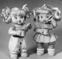 Boneca sopravabolhas de sabão.