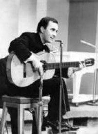 O cantor e compositor João Gilberto, 1966.