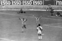 Jairzinho e Tostão comemoram gol do Brasil nojogo contra o Peru, 14/6/1970.