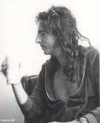 """""""Vou tomar cerveja brasileira"""",Alice Cooper ao anunciar um show no Brasil.O roqueiroé prontamente atendido ao chegar ao país em 1974"""