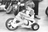 <a href='http://acervo.estadao.com.br/procura/#!/tonquinha/Acervo///1/1970/' target='_blank'>Tonquinha, motoquinha</a>, os nomes foram mudando, mas o triciclo infantil sempre foi sinônimo de brincadeira divertida. Foto 1972