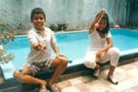 Bate Bag foi uma febre entre a garotada que passavam o tempo batendo as bolinhas presas por um barbante. Foto 1987