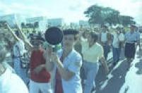Familiares de militaresprotestampor melhores salários para os soldados. Brasília, DF, 27/4/1992.