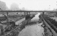 Obras de canalização no curso do rio Tamanduateí, na capital paulista em 1980.