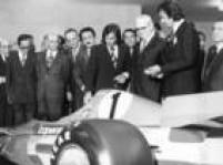 Os irmãos Fittipaldi apresentam o Fitti-1 da equipe<a href='http://acervo.estadao.com.br/noticias/acervo,fotos-historicas-copersucar-fittipaldi,12108,0.htm' target='_blank'>Copersucar</a>ao presidente Geisel