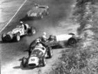 Carros rodam na pista e se acidentam duranteCampeonato Sul Americano de automobilismoem<a href='http://acervo.estadao.com.br/noticias/lugares,autodromo-de-interlagos,7359,0.htm' target='_blank'>Interlagos</a>,26/5/1973