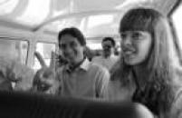O candidato àPresidência da República, Fernando Collor de Mello, faz sinal de viória ao lado de sua esposa, Rosane, Rio de Janeiro, RJ, 13/12/1989.