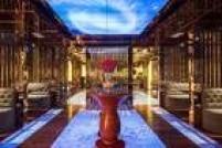 A cidade de Ho Chi Minh, no Vietnã, tem o quarto colocado no ranking. É o hotel The Reverie Saigon. Foi aberto em 2015 se tornando a hospedagem mais luxuosa na cidade. Tudo no hotel é opulento: dos quartos, decorados por designers italianos até os três restaurantes no complexo: um francês, um italiano e um cantonês.