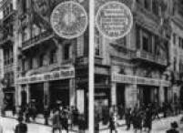 Postos arrecadadores de fundos para a Revolução Constitucionalista. Imagem publicada noSuplemento Rotogravura de 25/8/1932