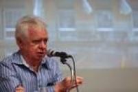 José Maria Mayrink no debate após a exibição do filme no Memorial da Resistência