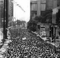 Largada da corrida de 1989, na Avenida Paulista. Desde 1967, com a assinatura do Decreto de Oficialização da Corrida Internacional de São Silvestre, a maratona faz parte do calendário turístico paulista