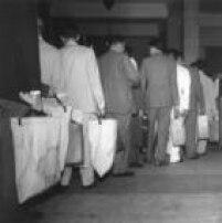Chefes de seção carregam urnas após votação, que devem ser guardadasdas atéo início da apuração,São Paulo, SP. 04/10/1960.