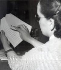 Cédula eleitoral com o nome dos candidatos a prefeitonas eleição municipal de 1957