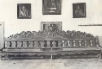 Grande banco na portaria do mosteiro antigo de São Bento, feito pelo mestre Manuel Luis em 1799.