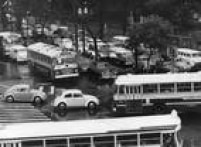 Bastaram algumas horas de chuva para o trânsito transformar-se numa confusão<a href='http://acervo.estadao.com.br/noticias/acervo,fotos-historicas-congestionamento-na-sao-luis,11398,0.htm' target='_blank'>na avenida São Luís</a>em 1969