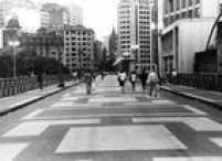 <a href='http://acervo.estadao.com.br/noticias/lugares,viaduto-santa-efigenia,8547,0.htm' target='_blank'>Viaduto do Santa Ifigênia</a>, São Paulo,15/02/1989.A inauguração do viaduto, em<a href='http://acervo.estadao.com.br/noticias/acervo,viaduto-santa-efigenia-100-anos-e-dois-meses,9290,0.htm' target='_blank'>26 de julho de 1913</a>, foi um grande evento para a cidade, amplamente divulgadopela imprensa.