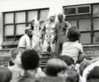 Thor, Homem-Aranha, Miss Marvel, Capitão América, Hulk eoutros heróis da Marvel são recebidos por uma multidão no aeroporto de Congonhas. Os personagensforam a grande atração do<a href='http://acervo.estadao.com.br/pagina/#!/19811002-32687-nac-0029-999-29-not/busca/her%C3%B3is+Playcenter' target='_blank'>Super Festival da Criança</a>no<a href='http://acervo.estadao.com.br/noticias/acervo,era-uma-vez-em-sp-playcenter,11217,0.htm' target='_blank'>Playcenter</a>em 1981. Centenas de crianças, acompanhadas dos pais, foram ver sua chegada a São Paulo, 04/10/1981.
