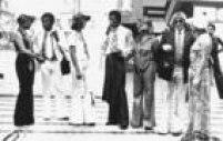 Na foto de 1975, os<a href='http://acervo.estadao.com.br/pagina/#!/19750926-30830-nac-0026-999-26-not/busca/convocados+Sele%C3%A7%C3%A3o+Brasileira' target='_blank'>jogadores da Seleção</a>no aeroporto do Galeão, no Rio:Paulo Cesar Caju (à esquerda), Marco Antônio (com cigarro) e Marinho Chagas (à direita)