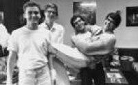 <a href='http://acervo.estadao.com.br/pagina/#!/19860712-34161-nac-0060-cd2-4-not/busca/Biqu%C3%ADni+Cavad%C3%A3o' target='_blank'>Biquini Cavadão</a>emplacou o sucessoTédiologo no início da formação da banda em 1985
