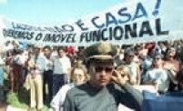 Mulheres participam de protestopor aumento de salário dos militares. Brasília, DF, 27/4/1992.